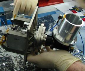 Вибрационно-тепловая модель (STM) сканирующего устройства прибора ФЕБУС при подготовке к механическим испытаниям во Франции